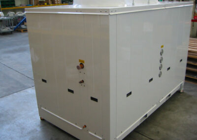 Trolley freezing equipment for industrial production of bakeries, pastry shops, pizzerias and food preparations. Detail of the condensing unit